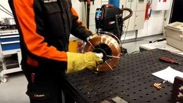 X8 MIG Welder 特色 - 更换焊丝盘