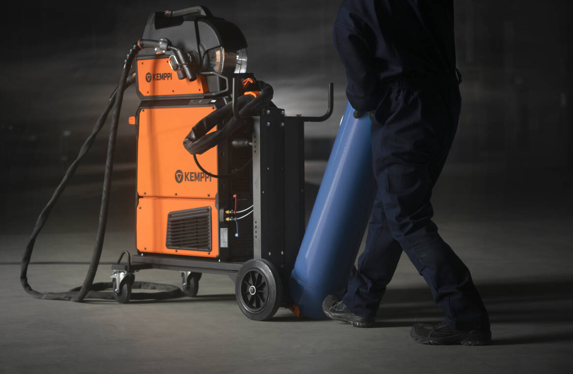 The X5 FastMig's wide range of accessories includes transport units, remote control, and interconnection cables of various lengths. The 4-wheeled cart features a pivoting cylinder plate that allows safe cylinder loading at floor level without extra lifting.