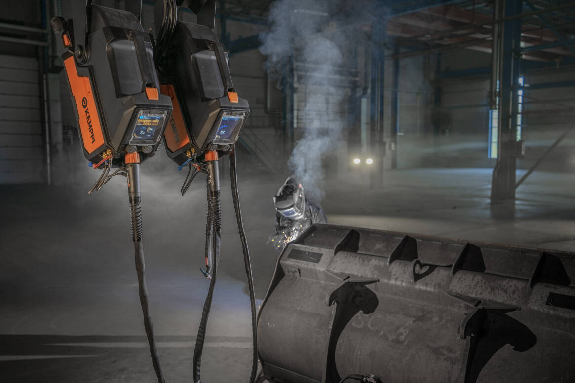 X5 FastMig's double wire feeder setup allows you to have two different kinds of filler wire spools ready at the same time – and both wire feeders with different parameters and welding torches. Less fuss, more welding.