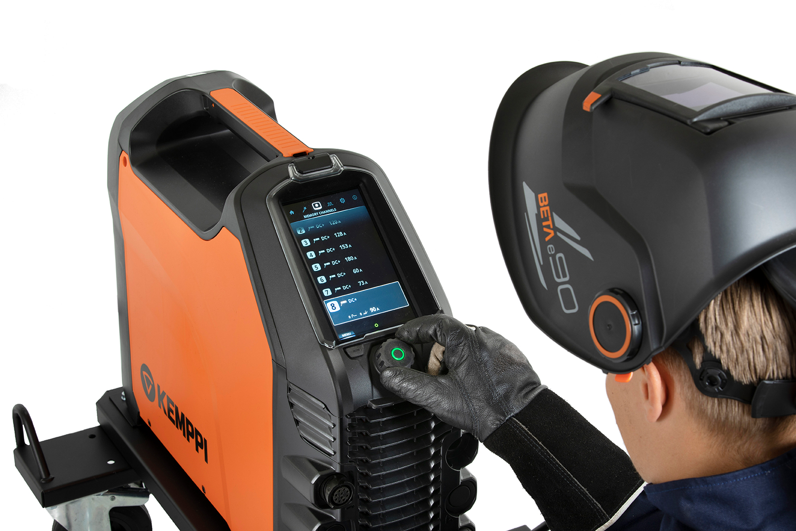 Master 315 is equipped with a full-color 7-inch TFT display, ensuring the best user experience and accuracy for weld parameter setting and control.